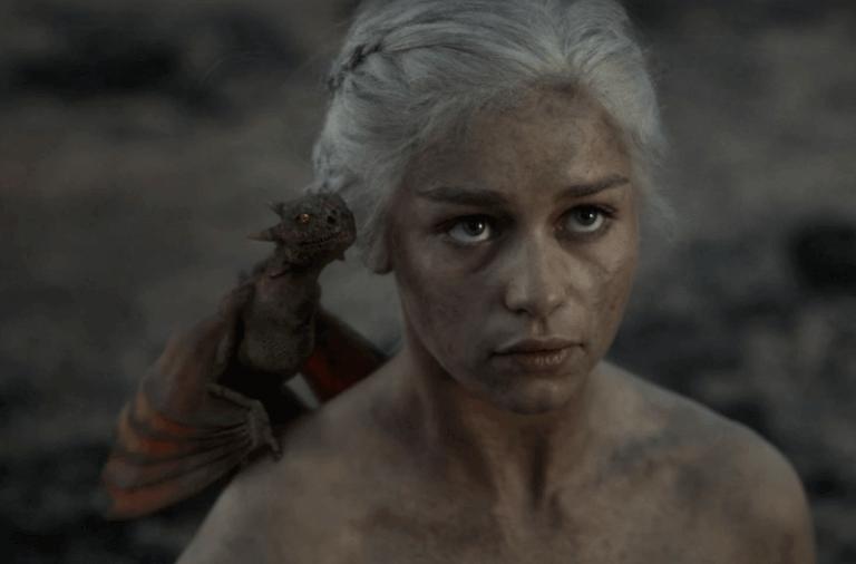 Дейенерис с драконом