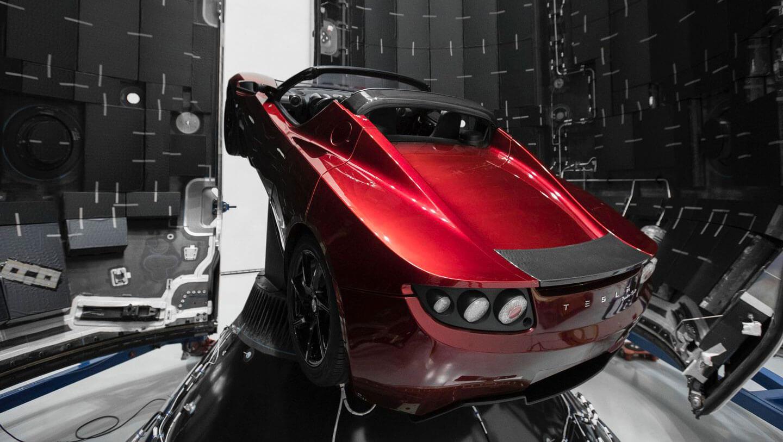 Маск запустил автомобиль Тесла в космос
