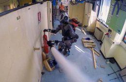 робот пожарный