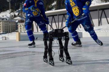 робот играет в хоккей