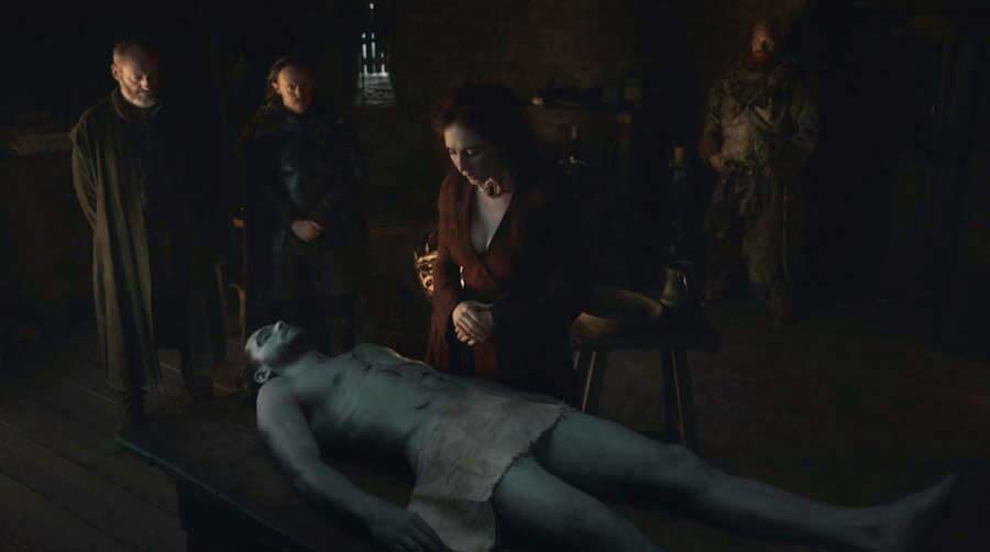 Мелисандра воскрешает Джона Сноу